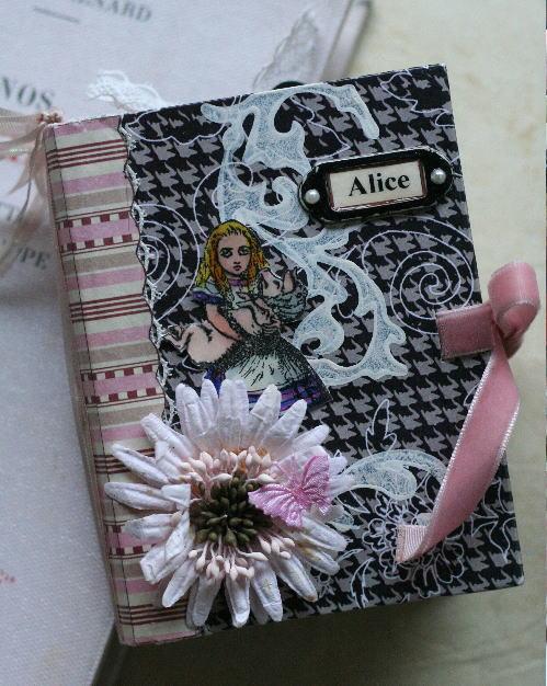 手のひらサイズのMINIBOOK「Alice」