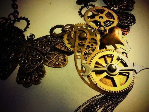 STEAMPUNK*ネックレス「蝶と歯車」(部分)